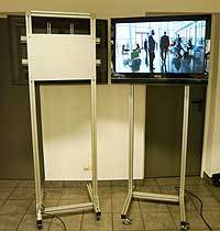 Monitorständer, Displayständer für LCD Monitore bis 50 kg mit der Möglichkeit einen Mini-PC oder einen medienplayer versteckt zu verbauen.