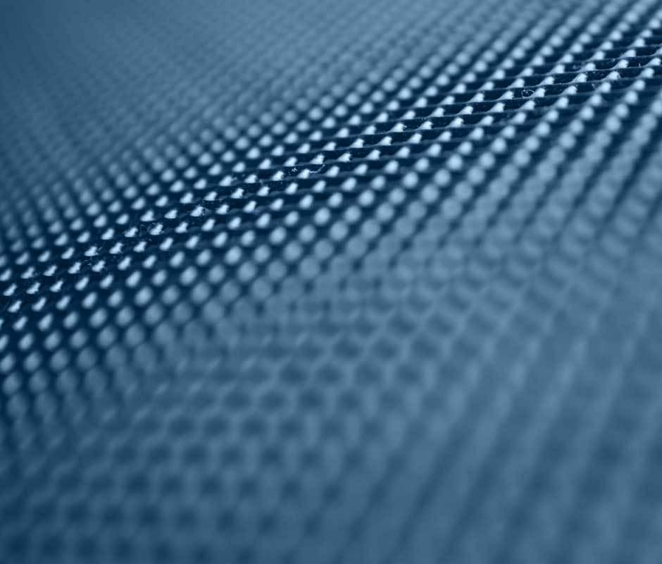 Hochkontrastleinwände verbessern den Kontrastumfang durch Schwarzwertoptimierung sowie anteilig zusätzlich auch durch Brillanzverbesserung.