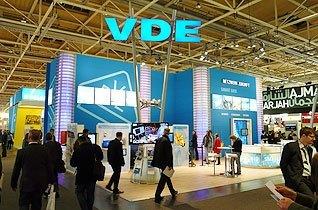 Div. Plasmadisplays und LCD Displays im Einsatz beim VDE Verband und Verlag auf der HMI in Hannover.