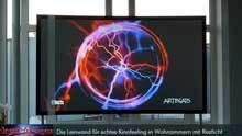Die CouchScreen Hochkontrastleinwand ermöglicht eine bis zu 13 fach kontrastreichere sowie bis zu 6-fach brillantere Darstellung wie normale weiße Leinwände.
