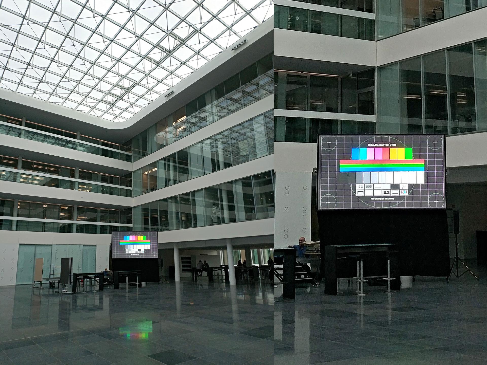 bis zu 780.000 ANSI Lumen (gestackte Tageslichtbeamer kombiniert mit einer Revosoft Hellraumleinwand) ermöglichen trotz starkem Tageslichteinfall durch ein 600 m² großes Glasdach ein kontrastreiches Projektionsergebnis im Atrium der Lübecker Dräger Werke