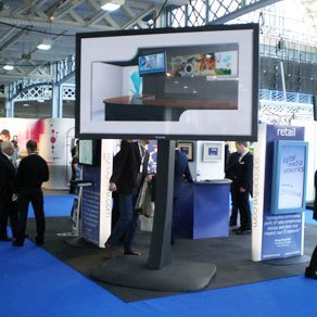 103 Zoll Plasma Display mit 40.000:1 Kontrast und einer Leuchtdichte von 1000 cd/m². Eventtechnik