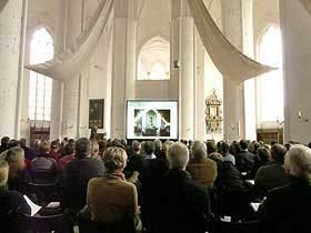 Kontrastreiche Hellraumprojektion bei Tageslichteinfall im Dom zu Lübeck Beamer Ausleih Lübeck Beamer Ausleihe Lübeck Projektor Ausleih Beamer ausleihen Lübeck Beamer mieten Lübeck
